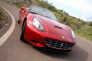 2013-ferrari-california-handling-www.mensgear.net-cool-gear-tech-mens-gadgets-grooming-style-gizmos-gifts-gift-ideas-travel-alexa-entertainment-google-auto-cars-rides-watches-babes-