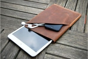 ipad-mini-leather-sleeve-www.mensgear.net-cool-gear-tech-mens-gadgets-grooming-style-gizmos-gifts-gift-ideas-travel-alexa-entertainment-google-auto-cars-rides-watches-babes-nude-xxx-ass-pussy-blog-