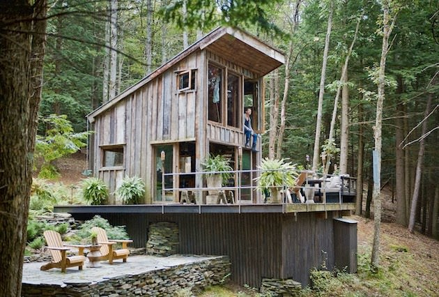 Tiny-New-York-Cabin-in-the-Woods-1-www.mensgear.net