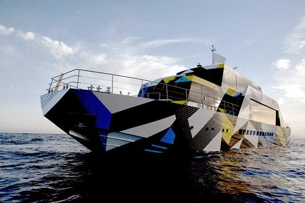 dakis-joannous-guilty-yacht-by-jeff-koons-and-ivana-porfiri-1