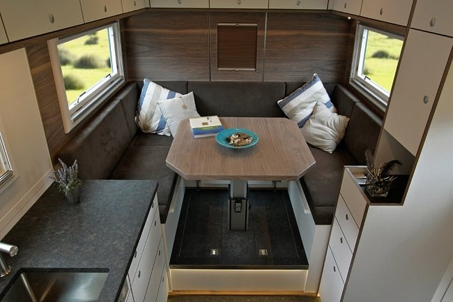 Globecruiser Motor Home interior 5 (1)