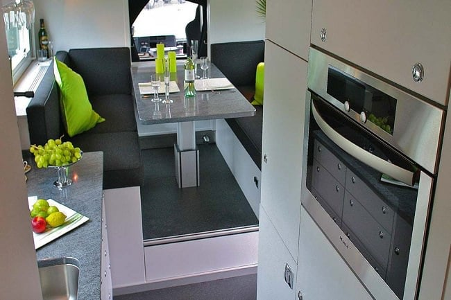 Globecruiser Motor Home interior 7 (2)