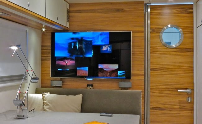 Globecruiser Motor Home interior 9