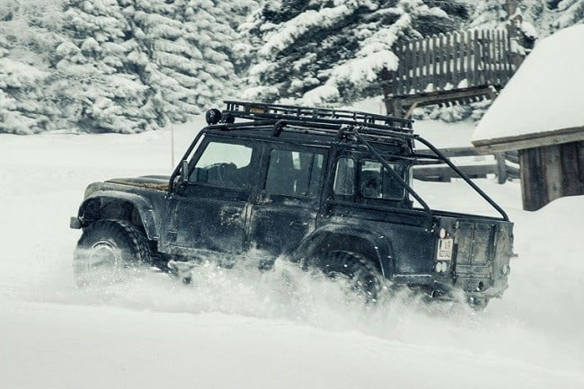 Land Rover Defender Spectre 3