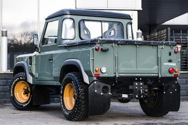 Kahn Design Land Rover Defender 2.4 a