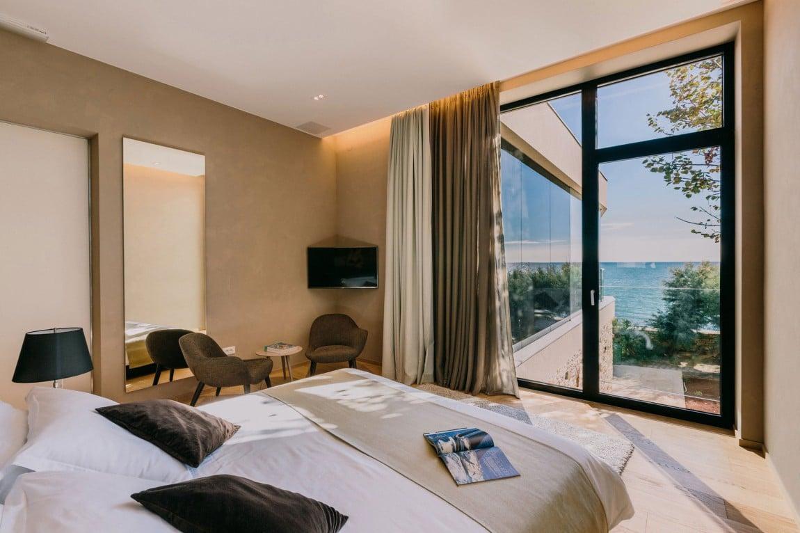 Gorgeous House Sperone Bedroom