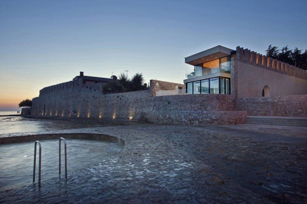 Gorgeous House Sperone by Studio Metrocubo