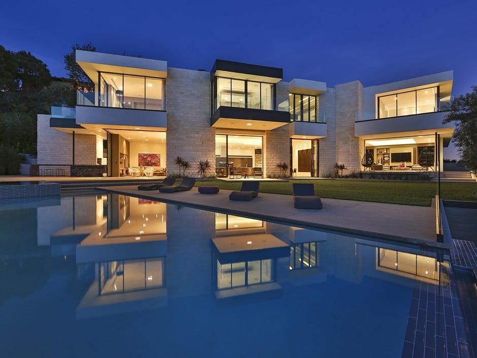 Luxury Home by Studio In-Ex Backyard