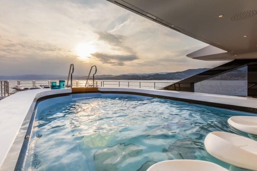 Jacuzzi Suerte Luxury Yacht by Tankoa Shipyard