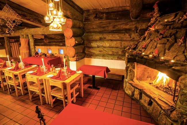 Kakslauttanen Arctic Resort in Finland 7