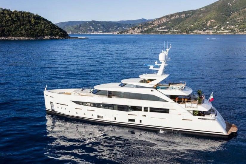 SF40 Serenity Yacht by Mondomarine, Side View