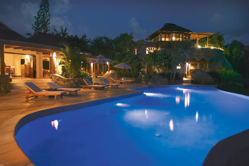 Sol y Sombra Villa in the Caribbean, Pool in the Night