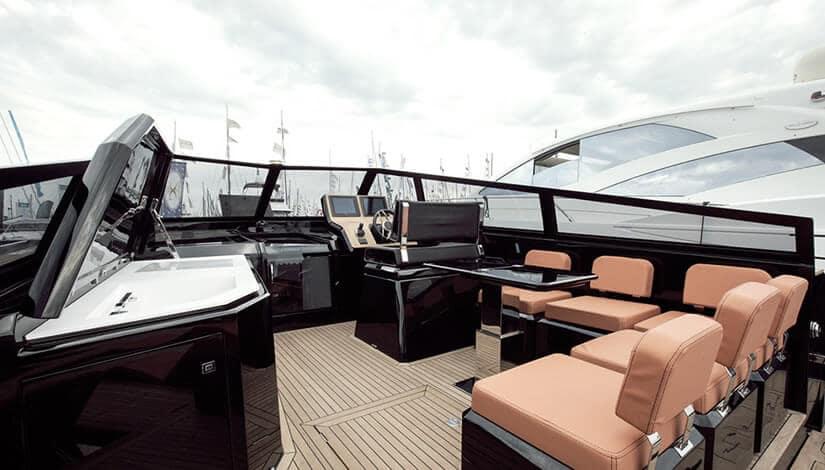 Luxury Boat Evo 43 Cockpit