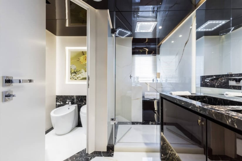 Bathroom, Dreamline 34 Luxury Yacht