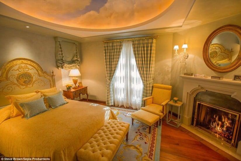 Hacienda de la Paz, Los Angeles, Bedroom