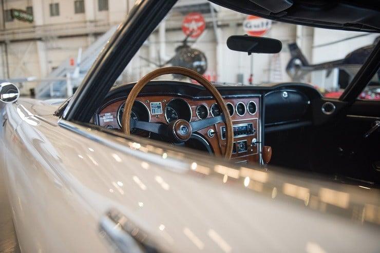 1967 Toyota 2000GT 9