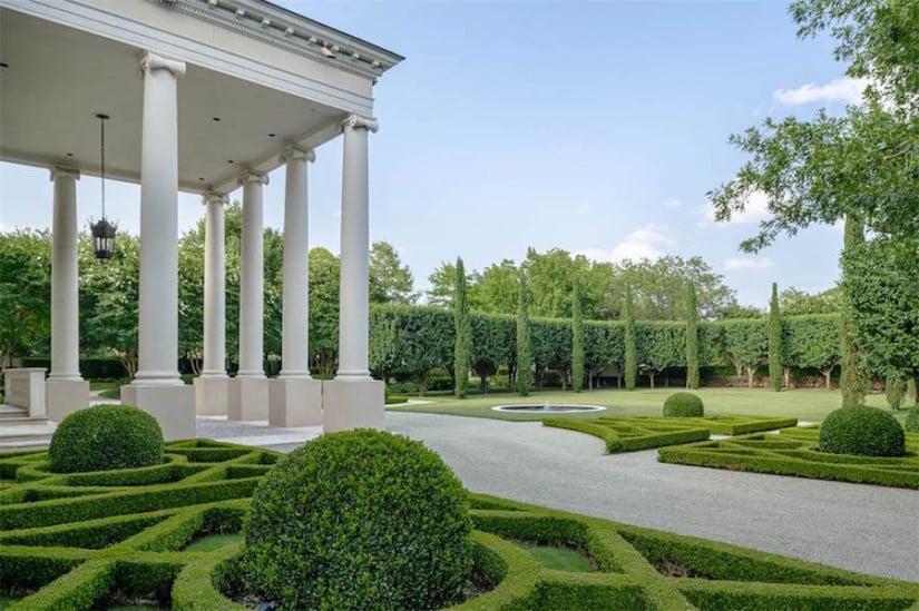 Dallas While House, Garden