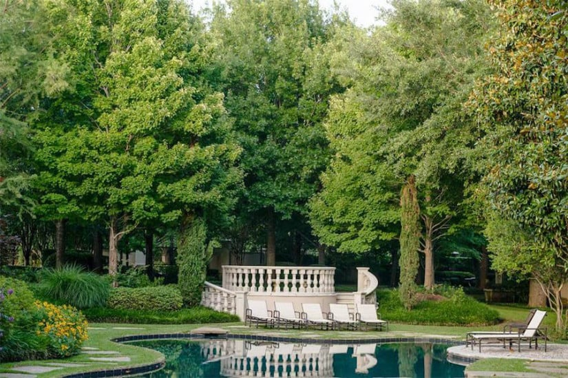 Dallas While House, Swimming Pool