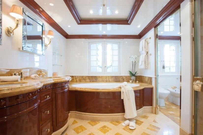 St. David Superyacht, Bathroom