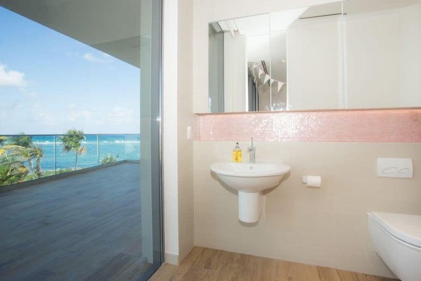 Bathroom, Luxury Camden House in the Cayman Islands