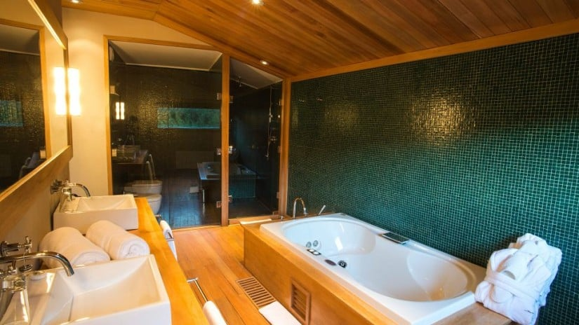 Bathroom, Uman Lodge Luxury Resort in Patagonia