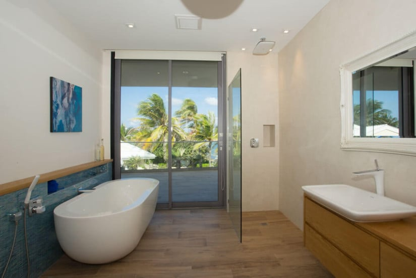 Camden House in the Cayman Islands, Bathroom