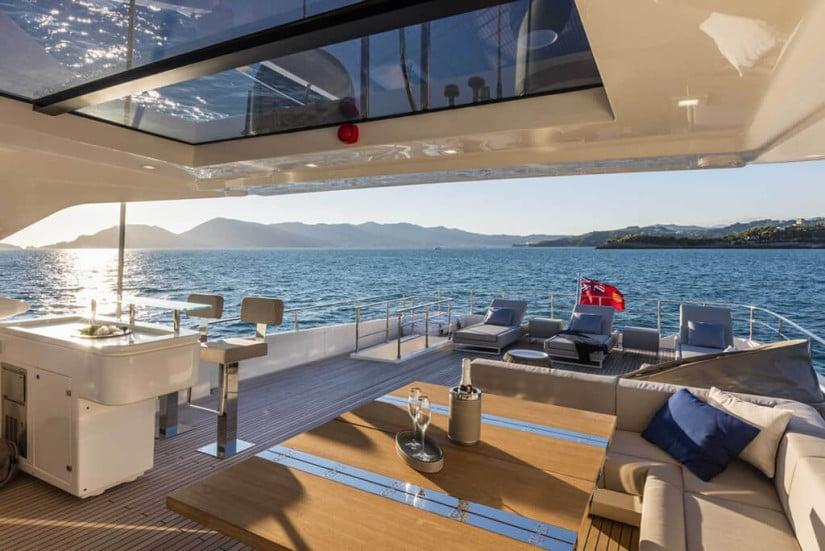 Custom Line 108 Luxury Yacht, Exterior