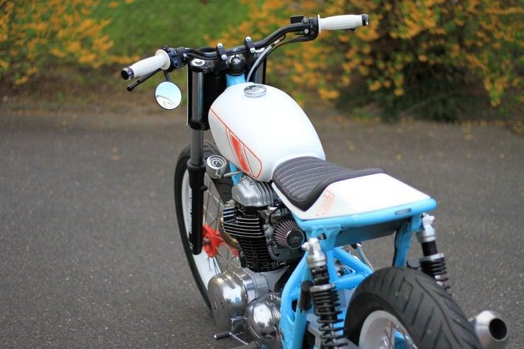 Kawasaki W650 by Hombrese Bikes 10