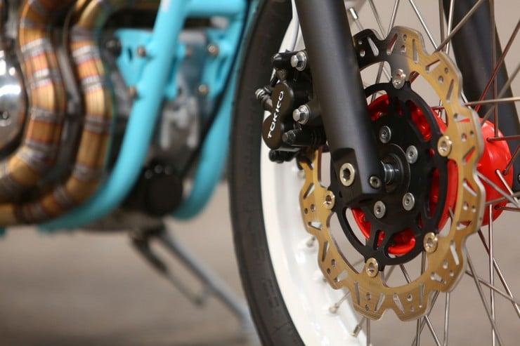 Kawasaki W650 by Hombrese Bikes 6