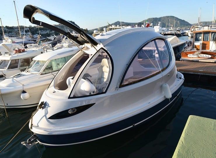 jet-capsule-mini-yacht-21