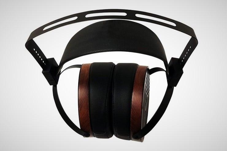 monolith-m650-planar-magnetic-headphones-1