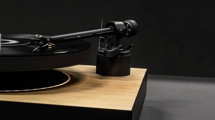 mag-lev-audio-levitating-turntable-1