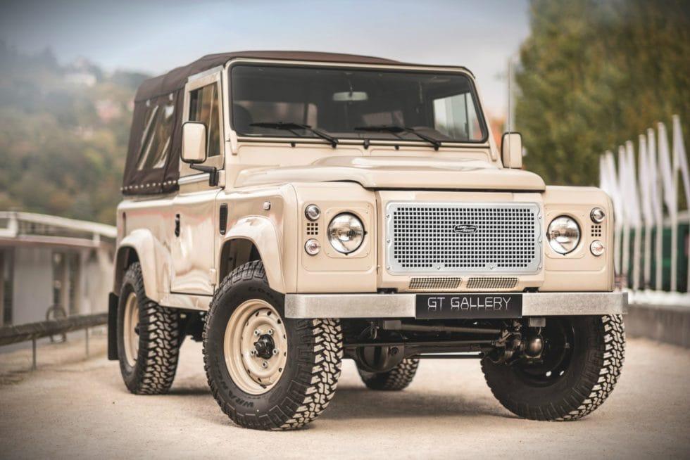 https://mensgear.net/wp-content/uploads/2017/12/2013-Land-Rover-Defender-90-Unique-2-980x654.jpg