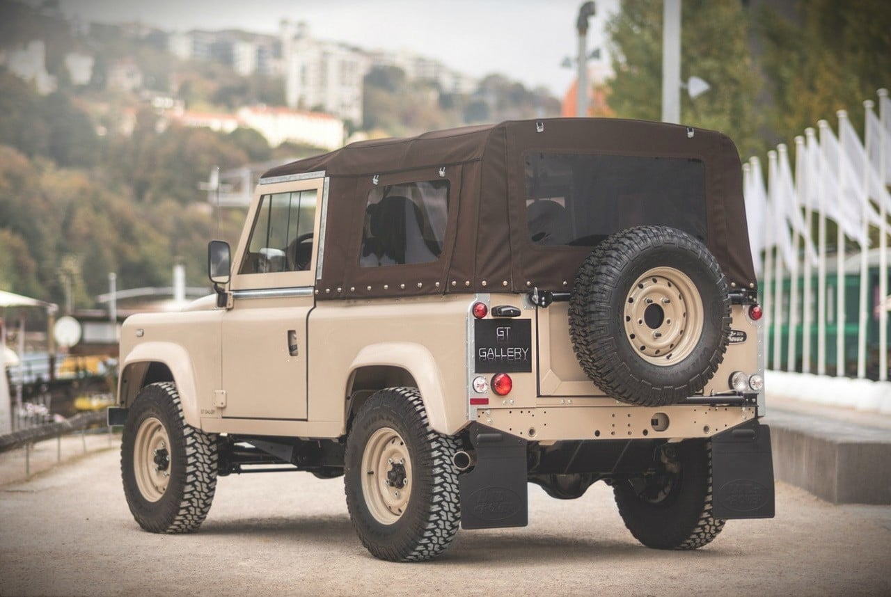 https://mensgear.net/wp-content/uploads/2017/12/2013-Land-Rover-Defender-90-Unique-3.jpg