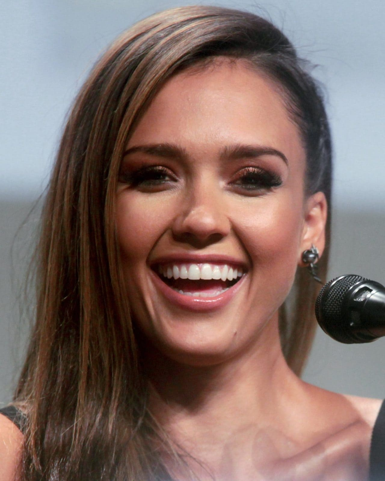 Jessica Alba Net Worth 5 Interesting Facts You May Not Know Men S Gear