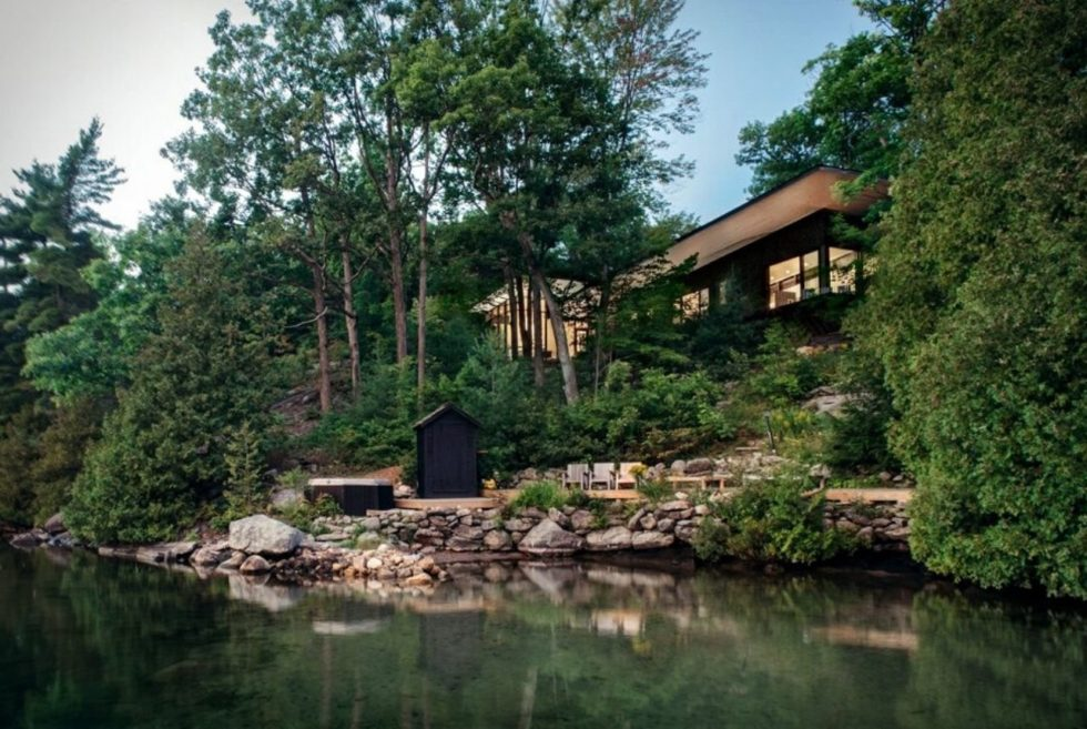 Be One With Nature At The Lake Joseph Cottage